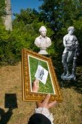 Tiphaigne de la Roche bringing back the statue of Pomone