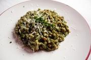 risotto de cebada tostada con puré de espinaca y hierbas