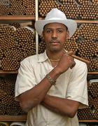 Dominican cigar maker