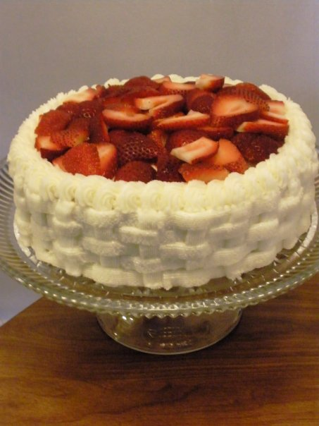strawberry shortcake with basketweave buttercream