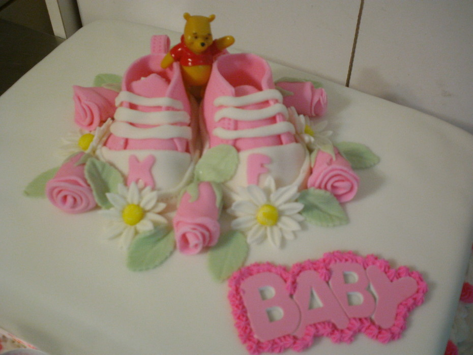 Pooh shower cake