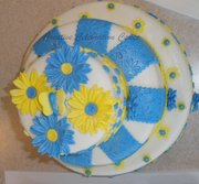 Blue and Yellow Daisy Cake