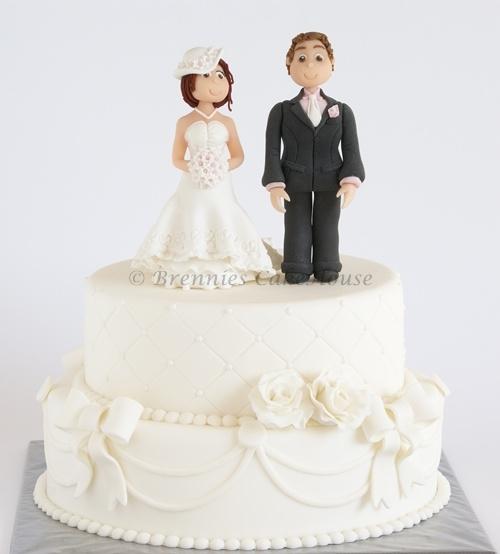 wedding cake with caketopper