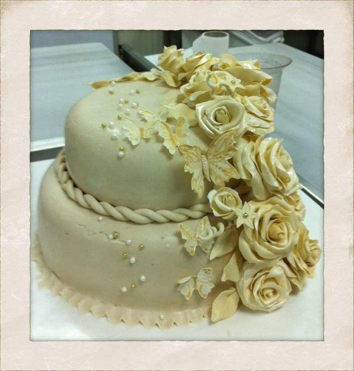 Fondant Fetish - Rose & Butterflies on hotel cake in Turkey :)
