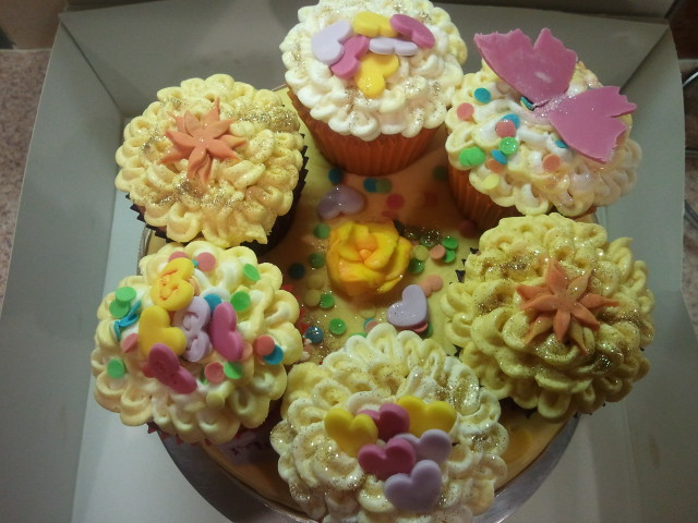 Cupcake Cake 1