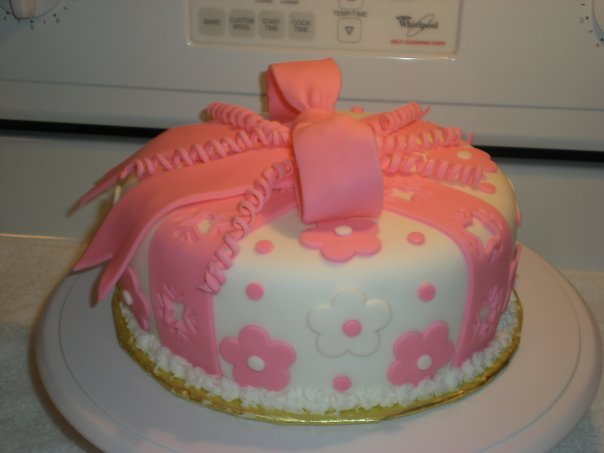 Fondant present cake