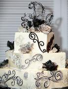 blackwhite3tierweddingcake1
