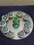 thomas train cup cake