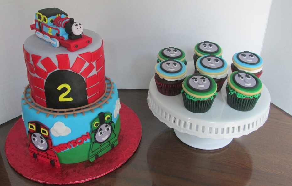 Thomas the Train birthday Cake and cupcakes