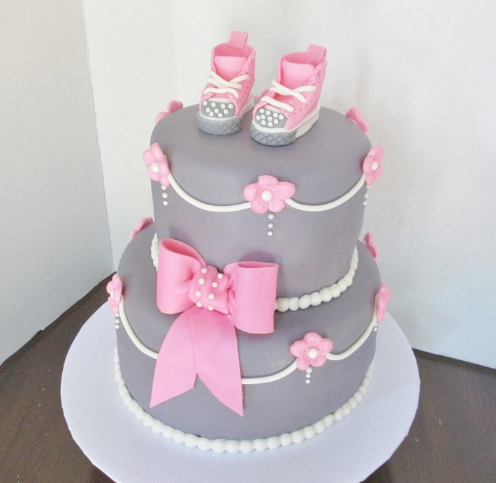 Pink and gray baby converse shower cake
