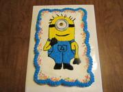 """Minion"" pull-apart cupcake cake"