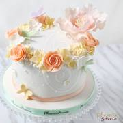 Phoenix Sweets - Flower Ring Fondant Cake