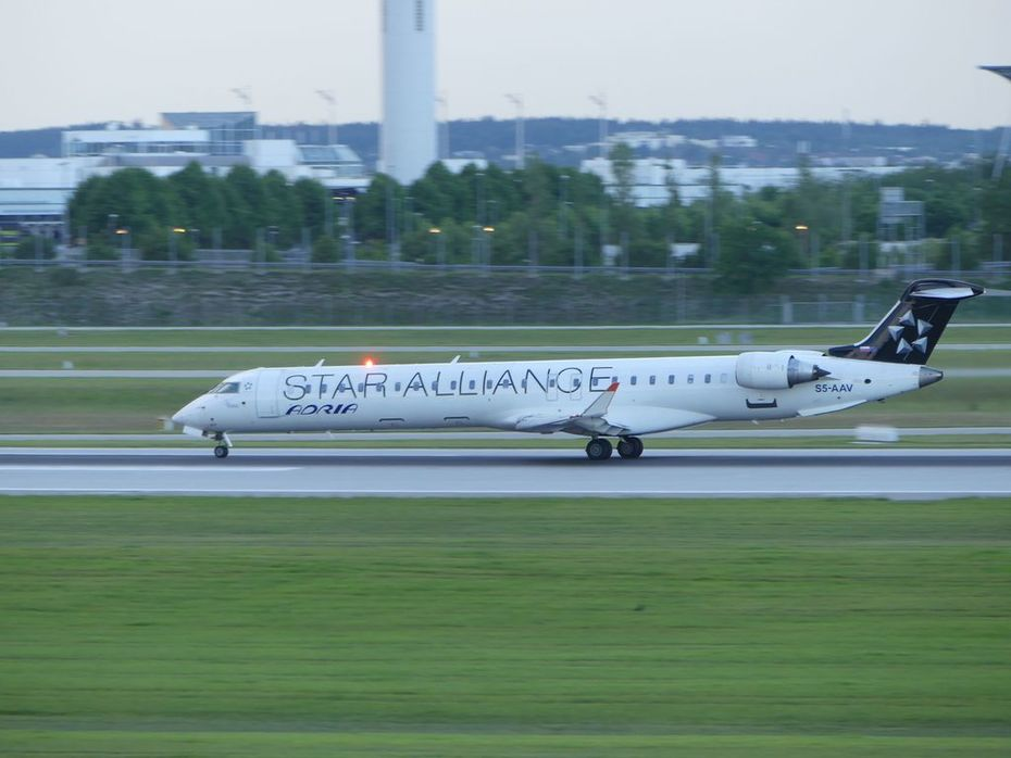 "S5-AAV - ""Star Alliance"" livery"