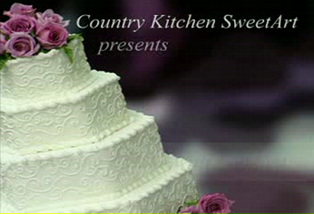 Covering_a_Cake_With_Fondant