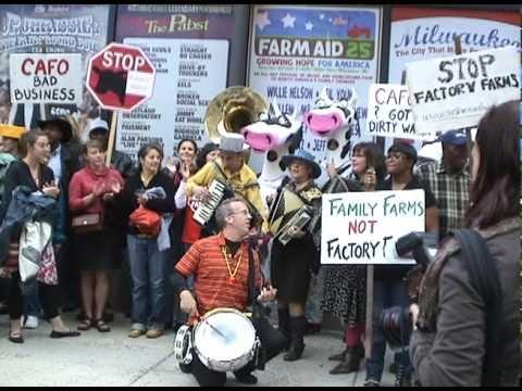 Farm Aid 25: Farmers & Squeezettes march through downtown