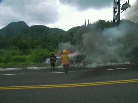 Bomberos de la ciudad de Manzanillo, Colima, México / incendio de vehiculo
