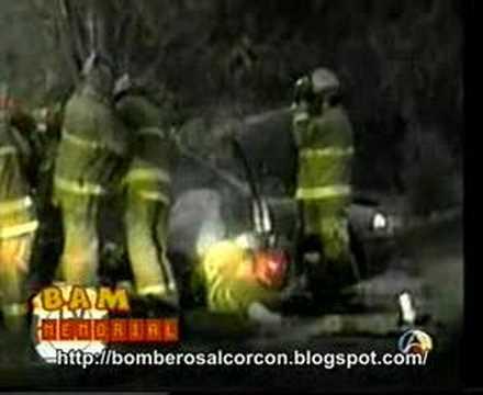 BOMBEROS Accidente de Airbag golpea a un Bombero