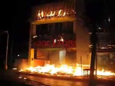 Senor Frogs de cozumel se incendia en le ultimo dia del carnaval 2010 en cozumel