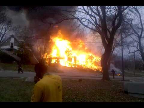 Cierran Estaciones de Bomberos con recortes de personal y comienza ola de cerca de 50 incendios en Michigan / Estados Unidos