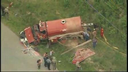 10 de Mayo de 2010 / Un camión de Bomberos vuelca camino a una emergencia / Cleveland, Estados Unidos