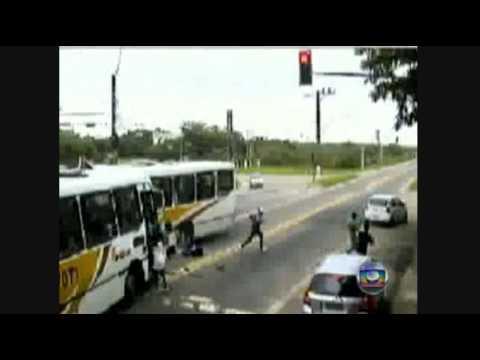 Accidente Vehicular entre dos bus / Río de Janeiro, Brasil / Video que puede afectar la sensibilidad de las personas, se recomienda discreción