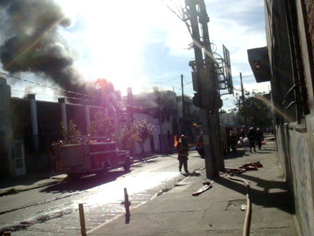 Incendio en deposito de quimicos de Villa Martelli, Buenos Aires / Argentina / Video Destacado de La Hermandad de Bomberos