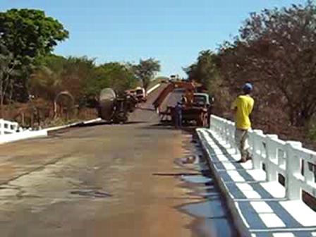 Explosion de un camion de combustible / Video Destacado de La Hermandad de Bomberos