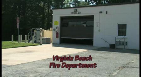 Motor 13 del Departamento de Incendio y Rescate de Virginia Beach / Pierce Quantum