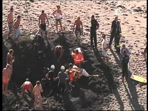 ESPAÑA: Un desafortunado turista alemán terminó enterrado mientras cavaba un hoyo en la arena