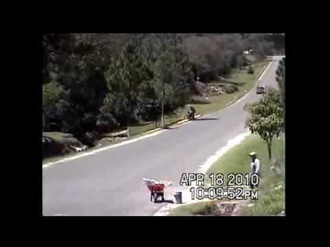 Accidente en Honduras / Pickup vuelca con varias personas / Este Video puede afectar la sensibilidad de las personas, se recomienda discresion