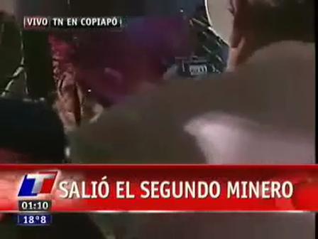 Momento en que el segundo minero, Mario Sepúlveda, es rescatado / Video Destacado de La Hermandad de Bomberos