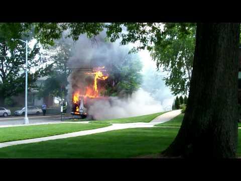 — 03 de junio de 2010 — Incendio de Minibus en Oakland gardens Queens, Estados Unidos