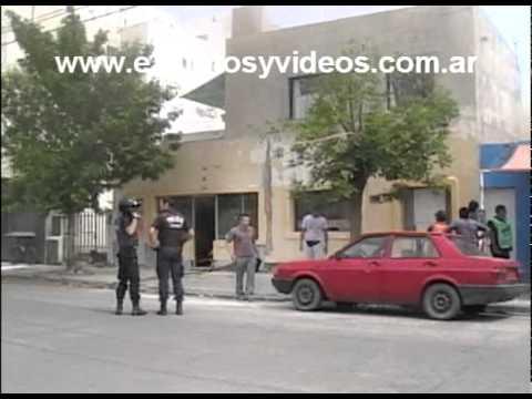19 de Noviembre de 2010 / Incendio y pánico entre los vecinos cercanos a un clínica / Trelew, Argentina