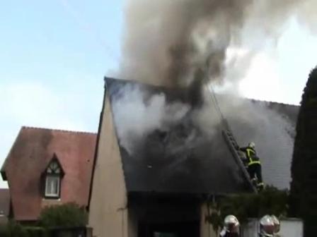 Explosión de humo / Incendio de Vivienda / Vídeo Destacado de La Hermandad de Bomberos