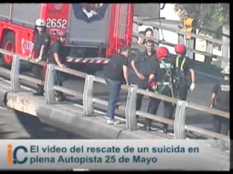 Infobae: El video del rescate de un suicida en plena Autopista 25 de Mayo / Video Destacado de La Hermandad de Bomberos