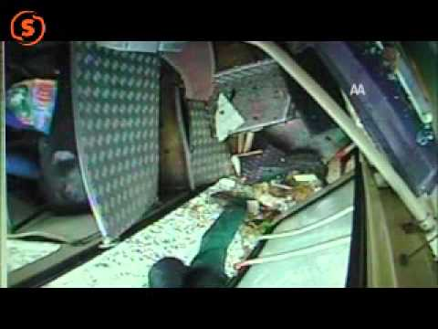 Camión choca contra autobús público en Isparta, Turquía / Imagenes que pueden afectar la sensibilidad de las personas