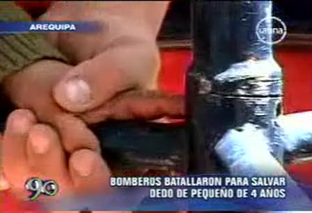 PERÚ: Bomberos batallaron para salvar dedo de pequeño de 4 años / Video Destacado de La Hermandad de Bomberos