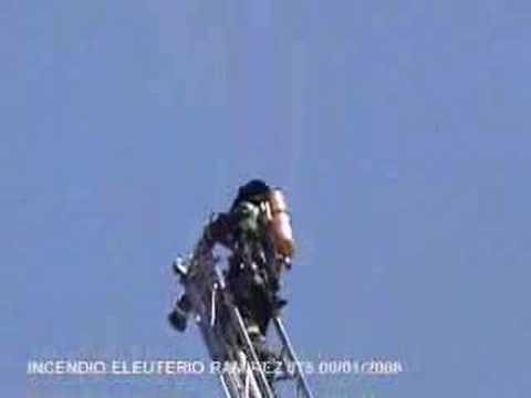 Incendio en altura piso 17 de Santiago(CBS)eleuterio ramirez 8-1-08 / Chile / Video Destacado de La Hermandad de Bomberos