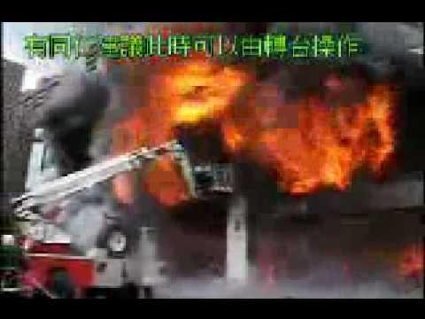 Dos bomberos chinos atrapados por las llamas en la plataforma de una escala mecánica / Video Destacado de La Hermandad de Bomberos