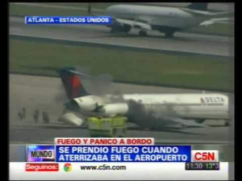Incendio de Avion cuando aterrizaba / Aeropuerto de Atlanta / Estados Unidos