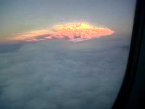 04 de Junio de 2011 / Video aéreo de erupcion del volcan puyehue / Chile
