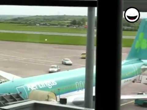 El 22 de mayo de 2011 / Un perturbado mental roba una camioneta de bomberos / Aeropuerto de Cork, Irlanda