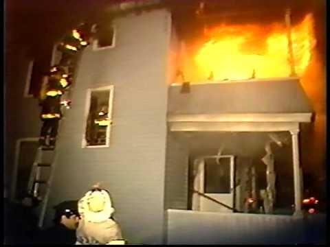buen dia a todos desde MEXICO algo para recordar  Una mirada atrás: 1991 video de bomberos atrapados en Springfield, MassachusettSpringfield Firefighter trapped.