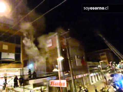 Un incendio afectó a las tiendas Bata y Tricot en Osorno / Chile
