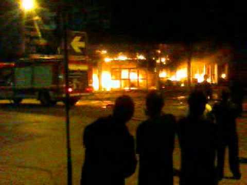 Incendio en agencia de automoviles en Trelew, Provincia de Chubut / Argentina / El Sitio La Hermandad de Bomberos no es participe de comentarios de terceros