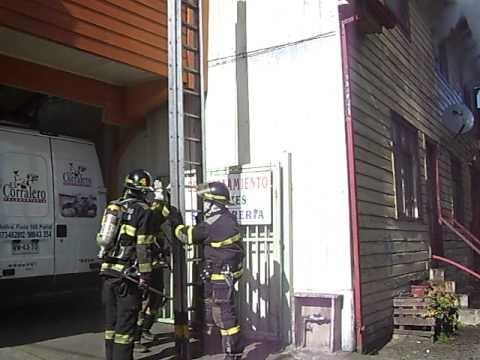 INCENDIO EN CALLE PRAT EN CIUDAD DE OSORNO / Cuerpo de Bomberos de Osorno, Chile / Video Destacado de La Hermandad de Bomberos
