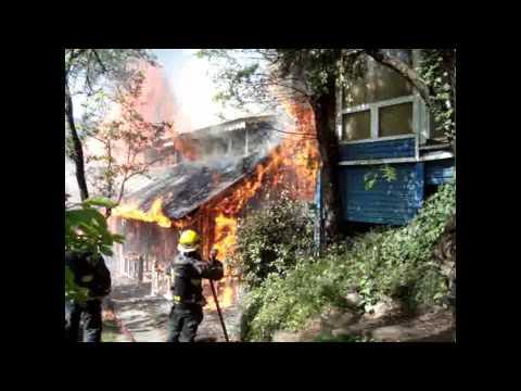 1-11-2010 / Incendio Vivienda / Cuerpo de Bomberos Voluntarios de San Martin de Los Andes / San Martin de Los Andes, Neuquen en Argentina / Video Destacado de La Hermandad de Bomberos