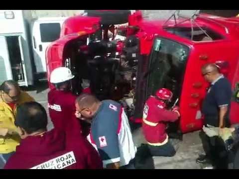 22 DE ENERO DE 2012 / VUELCO DE CAMIÓN DE BOMBEROS / TIJUANA, MÉXICO / Vídeo Destacado de La Hermandad de Bomberos