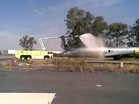 Simulacro de incendio en el aeropuerto internacional de Guadalajara / México