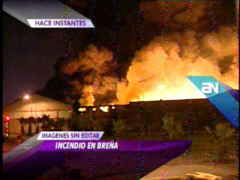 08.03.12/ Reportan incendio de grandes proporciones en Cercado de Lima / PERU